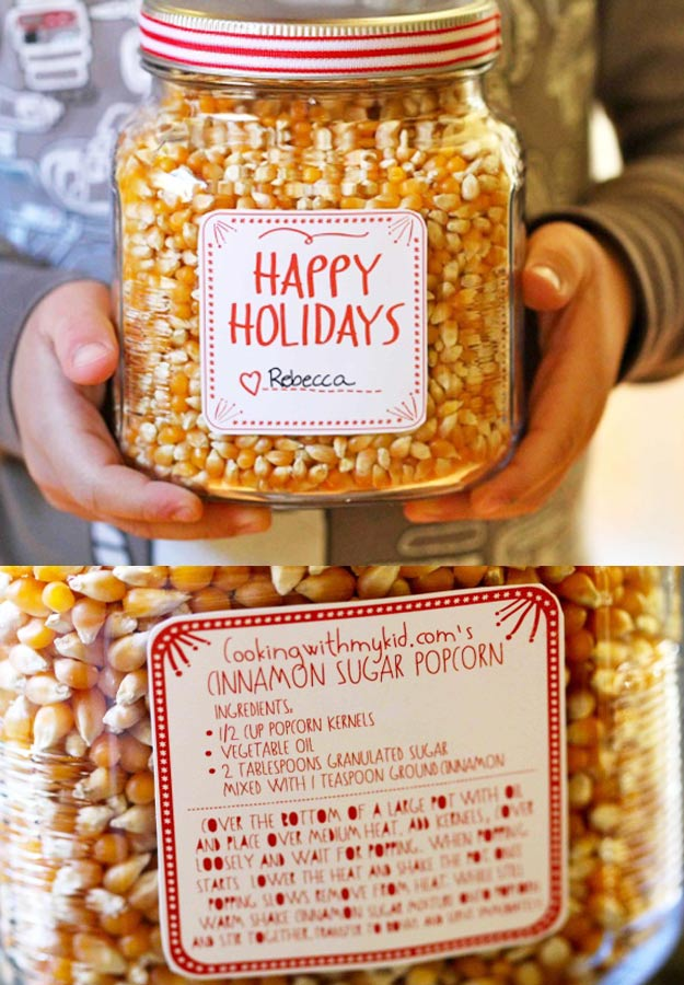 Homemade DIY Gifts in A Jar | Best Mason Jar Cookie Mixes and Recipes, Alcohol Mixers | Fun Gift Ideas for Men, Women, Teens, Kids, Teacher, Mom. Christmas, Holiday, Birthday and Easy Last Minute Gifts | Cinnamon Sugar Popcorn in a jar Holiday Gift #diy