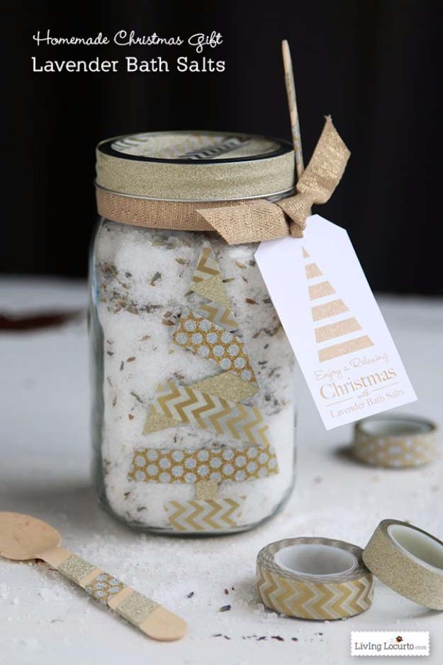 Homemade DIY Gifts in A Jar | Best Mason Jar Cookie Mixes and Recipes, Alcohol Mixers | Fun Gift Ideas for Men, Women, Teens, Kids, Teacher, Mom. Christmas, Holiday, Birthday and Easy Last Minute Gifts | DIY Gift Lavander Bath Slats in a Jar #diy