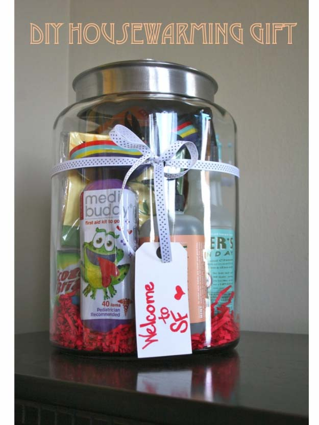 Homemade DIY Gifts in A Jar | Best Mason Jar Cookie Mixes and Recipes, Alcohol Mixers | Fun Gift Ideas for Men, Women, Teens, Kids, Teacher, Mom. Christmas, Holiday, Birthday and Easy Last Minute Gifts | DIY House Warming Gift in a Jar #diy
