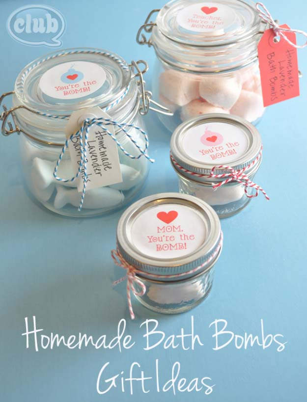 Homemade DIY Gifts in A Jar | Best Mason Jar Cookie Mixes and Recipes, Alcohol Mixers | Fun Gift Ideas for Men, Women, Teens, Kids, Teacher, Mom. Christmas, Holiday, Birthday and Easy Last Minute Gifts | Home Made Bath Bombs Gift in a Jar #diy