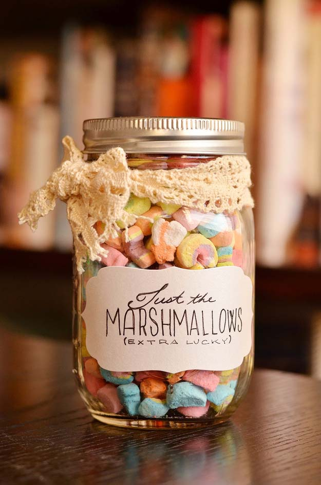 Homemade DIY Gifts in A Jar | Best Mason Jar Cookie Mixes and Recipes, Alcohol Mixers | Fun Gift Ideas for Men, Women, Teens, Kids, Teacher, Mom. Christmas, Holiday, Birthday and Easy Last Minute Gifts | Just the Marshmallows Gift in a Jar #diy