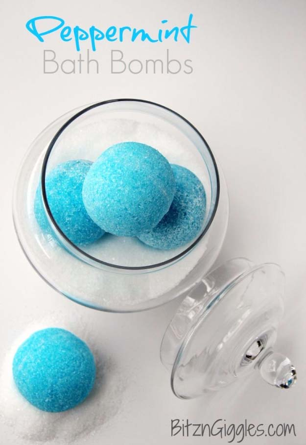 DIY Gifts for Your Girlfriend and Cool Homemade Gift Ideas for Her | Easy Creative DIY Projects and Tutorials for Christmas, Birthday and Anniversary Gifts for Mom, Sister, Aunt, Teacher or Friends | Peppermint Bath Bombs | Cool Crafts and DIY Projects by DIY JOY http://diyjoy.com/diy-gifts-for-her-girlfriend-mom