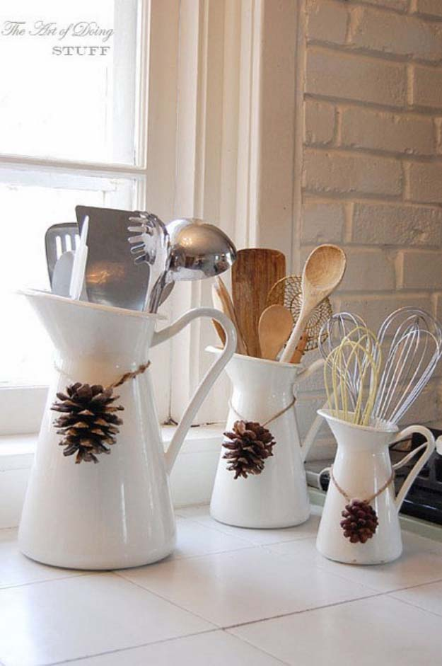 Awesome DIY Christmas Home Decorations and Homemade Holiday Decor Ideas - Quick and Easy Decorating ideas, cool ornaments, home decor crafts and fun Christmas stuff  | Crafts and DIY projects by DIY Joy  |  Pine Cone Necklaces for Kitchen Ware  |  http://diyjoy.com/diy-christmas-decor-holiday-decorations