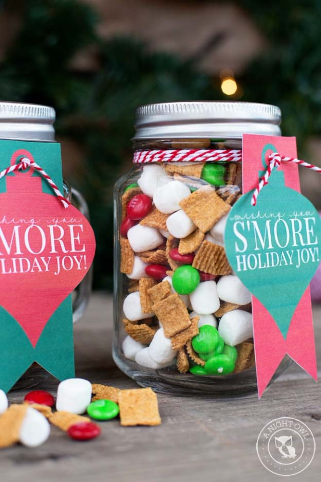 Homemade DIY Gifts in A Jar | Best Mason Jar Cookie Mixes and Recipes, Alcohol Mixers | Fun Gift Ideas for Men, Women, Teens, Kids, Teacher, Mom. Christmas, Holiday, Birthday and Easy Last Minute Gifts | S'mores Mason Jar Gift #diy