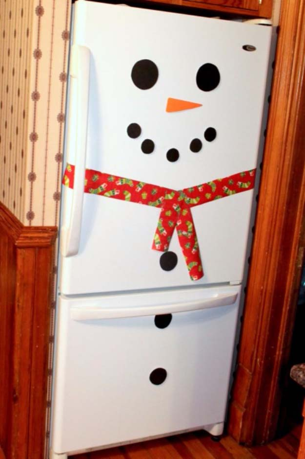 Awesome DIY Christmas Home Decorations and Homemade Holiday Decor Ideas - Quick and Easy Decorating ideas, cool ornaments, home decor crafts and fun Christmas stuff | Crafts and DIY projects by DIY Joy | Snow Man Fridge Decor #diy #crafts #christmas