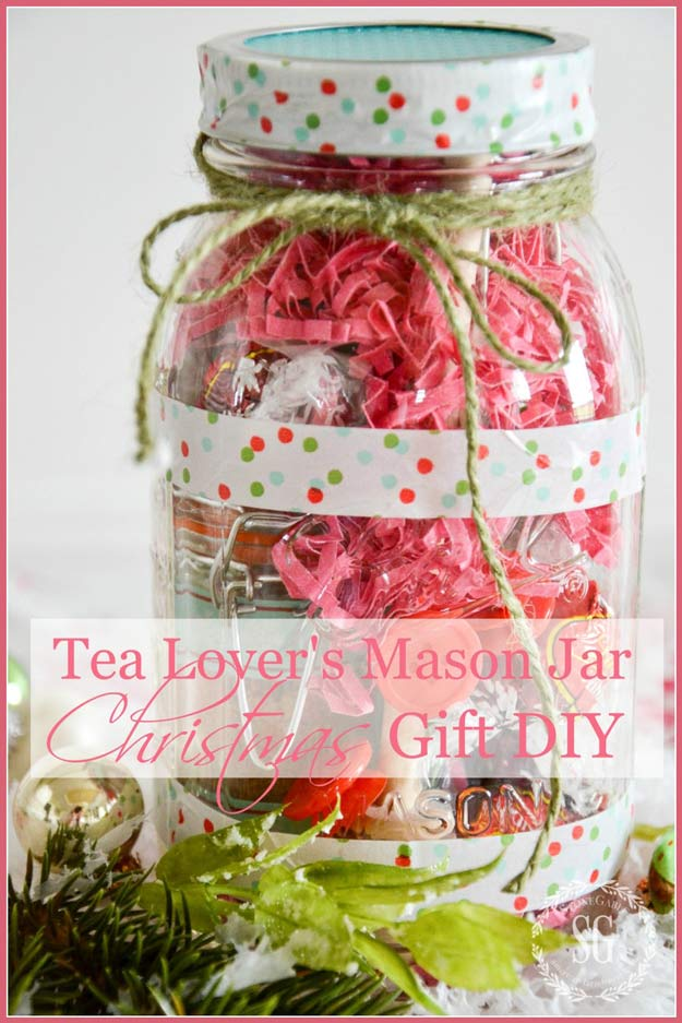 Homemade DIY Gifts in A Jar | Best Mason Jar Cookie Mixes and Recipes, Alcohol Mixers | Fun Gift Ideas for Men, Women, Teens, Kids, Teacher, Mom. Christmas, Holiday, Birthday and Easy Last Minute Gifts | Tea Lovers Mason Jar Christmas Gift DIY | http://diyjoy.com/diy-gifts-in-a-jar