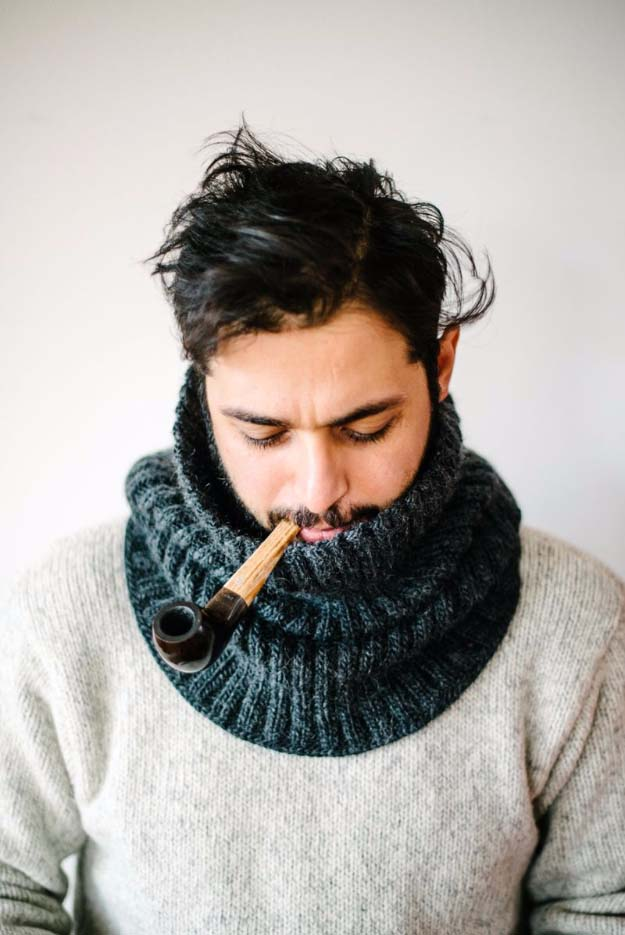 DIY Gifts For Men | DIY Clothes to Make For Boyfriend, Husband, Dad - Father, Brother | Cool Homemade DIY Gifts Pinterest | Men Love to Receive for Christmas, Birthdays, Anniversaries and Valentine's Day | Knit Cowl For The Manly Man Tutorial and How to #diygifts #diyideas #crafts