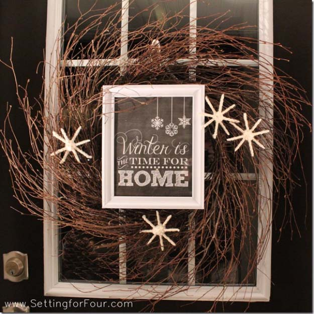 DIY Holiday Wreaths Make Awesome Homemade Christmas Decorations for Your Front Door | Cool Crafts and DIY Projects by DIY JOY | Twiggy Winter Wreath #diy