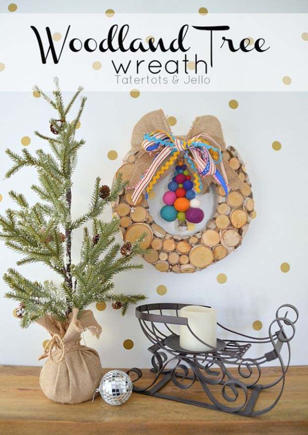DIY Holiday Wreaths Make Awesome Homemade Christmas Decorations for Your Front Door | Cool Crafts and DIY Projects by DIY JOY | Woodland Tree Wreath #diy