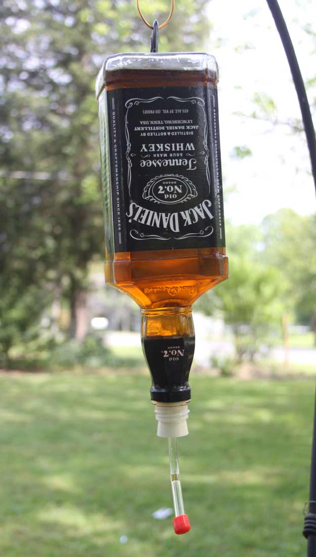 Fun DIY Ideas Made With Jack Daniels - Recipes, Projects and Crafts With The Bottle, Everything From Lamps and Decorations to Fudge and Cupcakes | Humming Bird Feeder #diy #jackdaniels #recipes #crafts