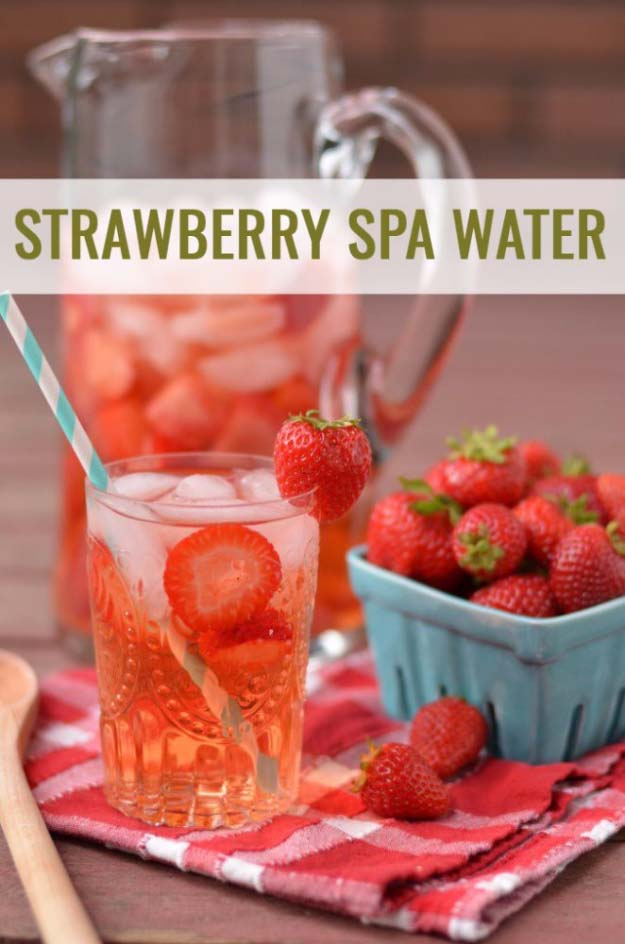 31 Detox Water Recipes for Drinks To Cleanse Skin and Body. Easy to Make Waters and Tea Promote Health, Diet and Support Weight loss | Strawberry Spa Water http://diyjoy.com/diy-detox-water-recipes