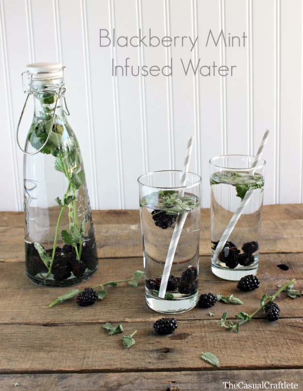 31 Detox Water Recipes for Drinks To Cleanse Skin and Body. Easy to Make Waters and Tea Promote Health, Diet and Support Weight loss | Blackberry Mint-Infused Water Recipe http://diyjoy.com/diy-detox-water-recipes