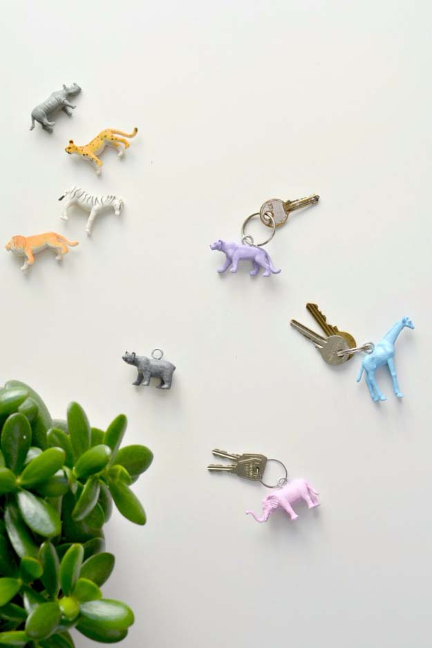 Fun Homemade Gifts for Friends | Cute DIY Stocking Stuffers for Christmas | Easy DIY Crafts Ideas | DIY Animal Key Rings #diy #diychristmas