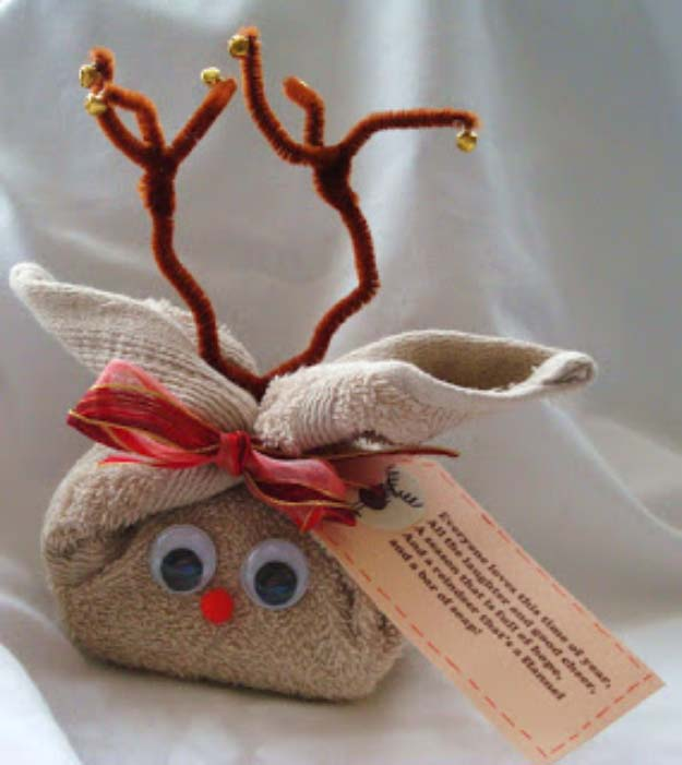Fun Homemade Gifts for Friends | Cute DIY Stocking Stuffers for Christmas | Easy DIY Crafts Ideas | Flannel Reindeer with Tag #diy #diychristmas