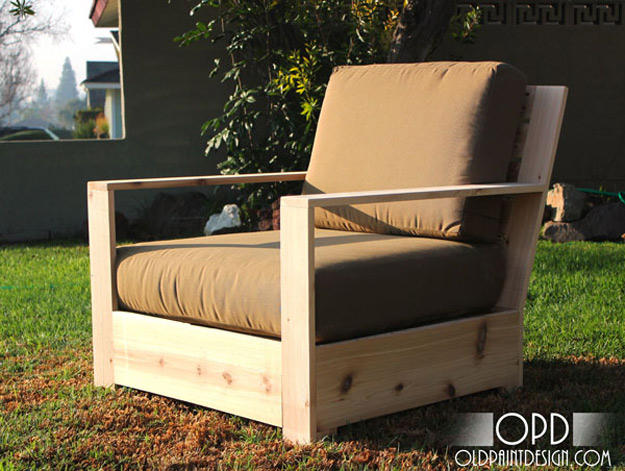 DIY Furniture Store KnockOffs - Do It Yourself Furniture Projects Inspired by Pottery Barn, Restoration Hardware, West Elm. Tutorials and Step by Step Instructions | Bristol Outdoor Lounge Chair #diyfurniture #diyhomedecor #copycats