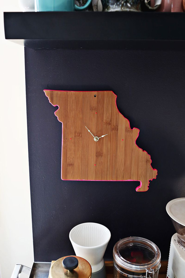 76 Crafts To Make and Sell for Profit   Easy DIY Cutting Board Clock