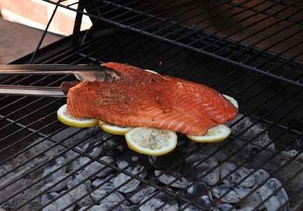 Coolest Cooking Hacks, Tips and Tricks for Easy Meal Prep, Recipe Shortcuts and Quick Ideas for Food |  Grill Fish on Lemons to Prevent Sticking  | http://cooking-tips-diy-kitchen-hacks
