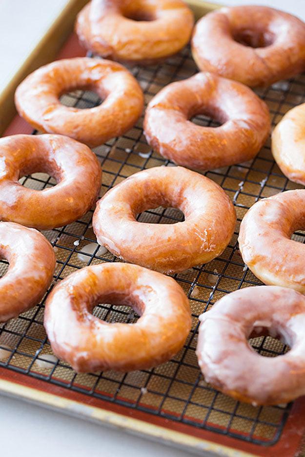 Copycat Recipes From Top Restaurants. Best Recipe Knockoffs from Chipotle, Starbucks, Olive Garden, Cinabbon, Cracker Barrel, Taco Bell, Cheesecake Factory, KFC, Mc Donalds, Red Lobster, Panda Express | Krispy Kreme Glazed Doughnuts http://diyjoy.com/copycat-recipes