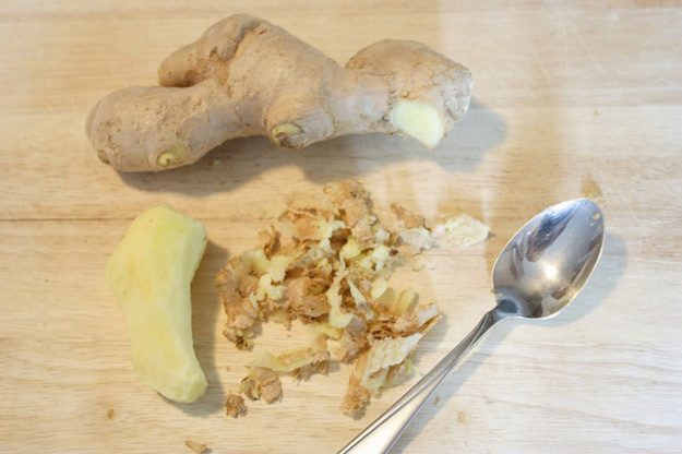 Coolest Cooking Hacks, Tips and Tricks for Easy Meal Prep, Recipe Shortcuts and Quick Ideas for Food |  Peel Ginger With A Spoon  | http://cooking-tips-diy-kitchen-hacks