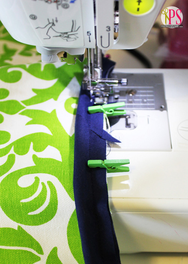 Sewing Hacks | Best Tips and Tricks for Sewing Patterns, Projects, Machines, Hand Sewn Items. Clever Ideas for Beginners and Even Experts | Use Mini Clothespins when Sewing Bindings and Piping