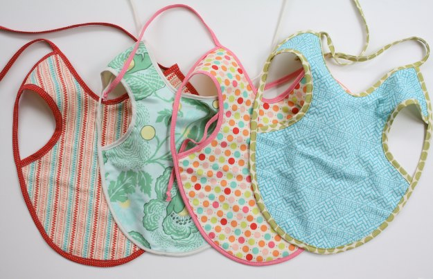 DIY Baby Gifts - Baby Apron Tutorial - Homemade Baby Shower Presents and Creative, Cheap Gift Ideas for Boys and Girls - Unique Gifts for the Mom and Dad to Be - Blankets, Baskets, Burp Cloths and Easy No Sew Projects #diybaby #babygifts #babyshower
