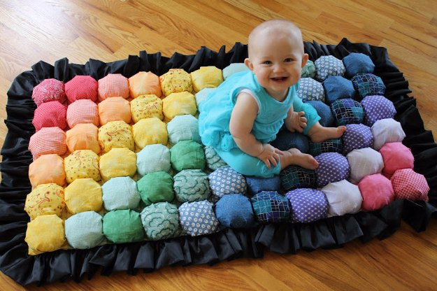 DIY Baby Gifts - Baby Puff Blanket - Homemade Baby Shower Presents and Creative, Cheap Gift Ideas for Boys and Girls - Unique Gifts for the Mom and Dad to Be - Blankets, Baskets, Burp Cloths and Easy No Sew Projects #diybaby #babygifts #babyshower