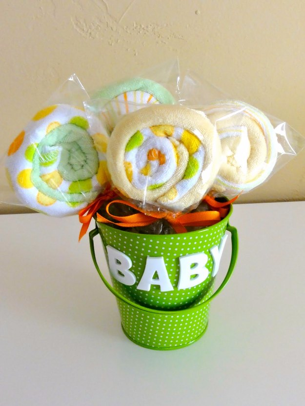 DIY Baby Gifts - Baby Washcloth Lollipops - Homemade Baby Shower Presents and Creative, Cheap Gift Ideas for Boys and Girls - Unique Gifts for the Mom and Dad to Be - Blankets, Baskets, Burp Cloths and Easy No Sew Projects #diybaby #babygifts #babyshower