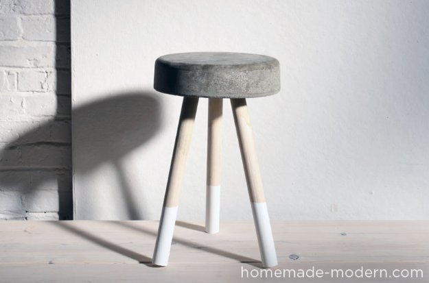 43 DIY concrete crafts - Concrete Stool- Cheap and creative projects and tutorials for countertops and ideas for floors, patio and porch decor, tables, planters, vases, frames, jewelry holder, home decor and DIY gifts #gifts #diy