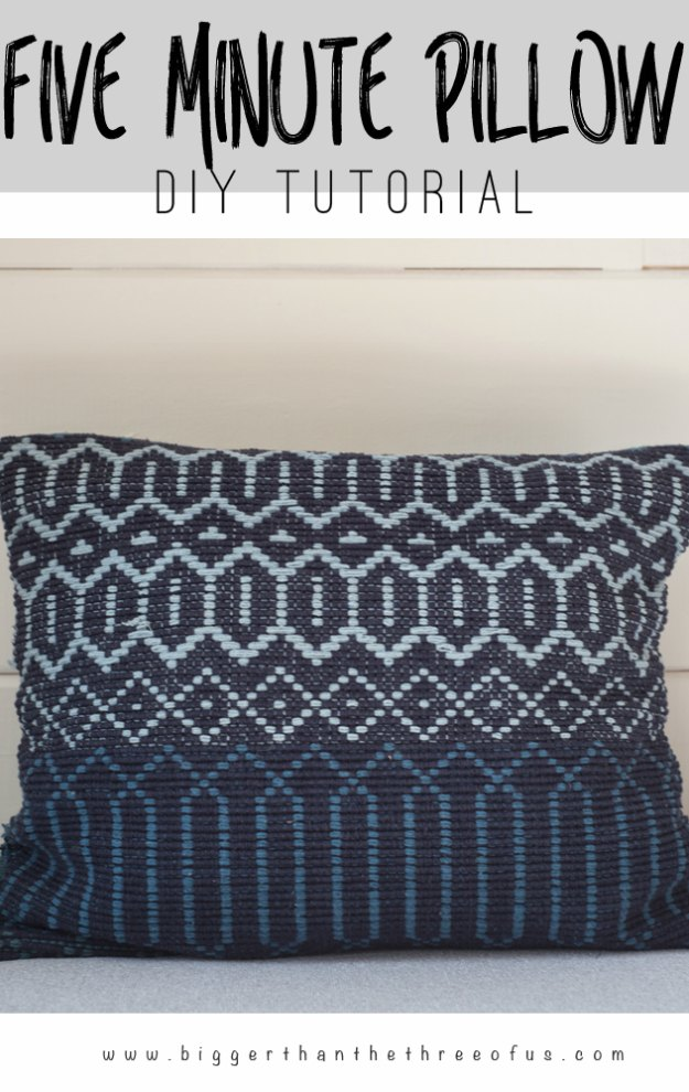Sewing Projects for The Home - DIY 5 Minute Woven Pillow - Free DIY Sewing Patterns, Easy Ideas and Tutorials for Curtains, Upholstery, Napkins, Pillows and Decor #homedecor #diy #sewing