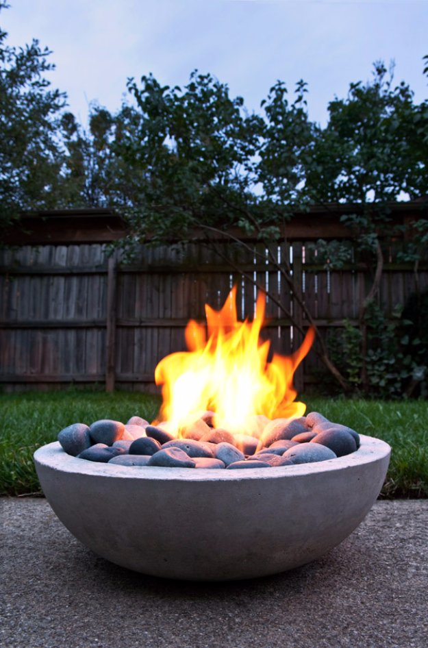 43 DIY concrete crafts - DIY Concrete Firepit for the Backyard or Patio- Cheap and creative projects and tutorials for countertops and ideas for floors, patio and porch decor, tables, planters, vases, frames, jewelry holder, home decor and DIY gifts #gifts #diy