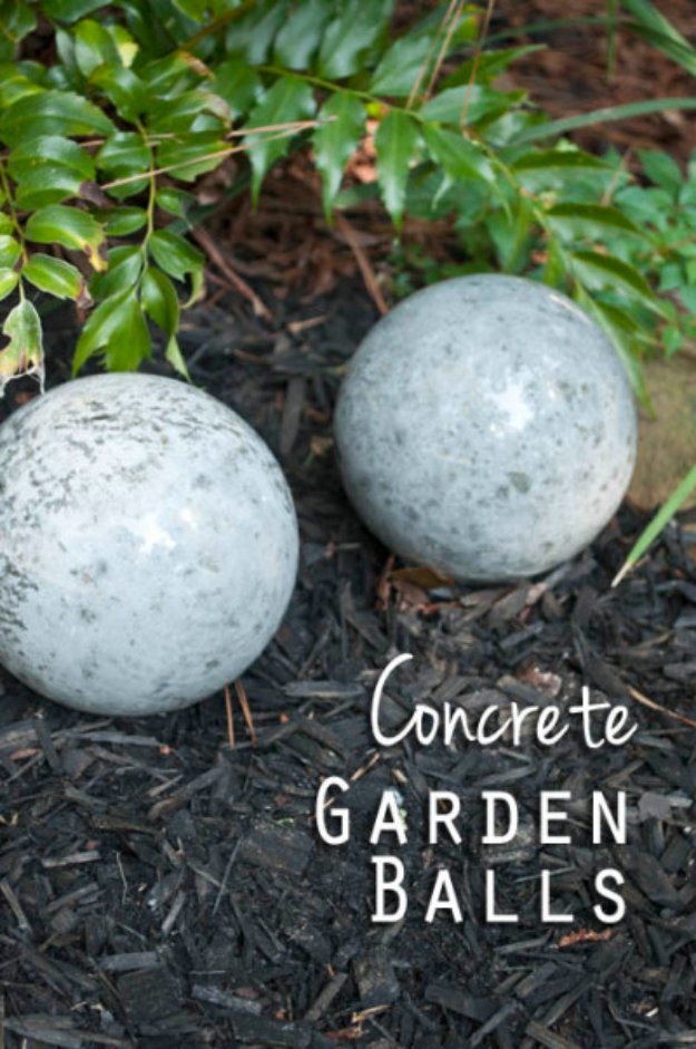 43 DIY concrete crafts - DIY Concrete Garden Balls- Cheap and creative projects and tutorials for countertops and ideas for floors, patio and porch decor, tables, planters, vases, frames, jewelry holder, home decor and DIY gifts #gifts #diy