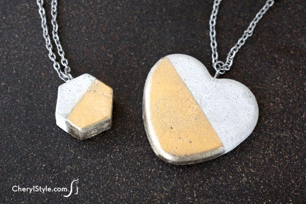 43 DIY concrete crafts - DIY Concrete Necklace - Cheap and creative projects and tutorials for countertops and ideas for floors, patio and porch decor, tables, planters, vases, frames, jewelry holder, home decor and DIY gifts #gifts #diy