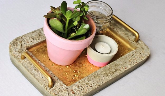 43 DIY concrete crafts - DIY Gold Concrete Serving Tray- Cheap and creative projects and tutorials for countertops and ideas for floors, patio and porch decor, tables, planters, vases, frames, jewelry holder, home decor and DIY gifts #gifts #diy
