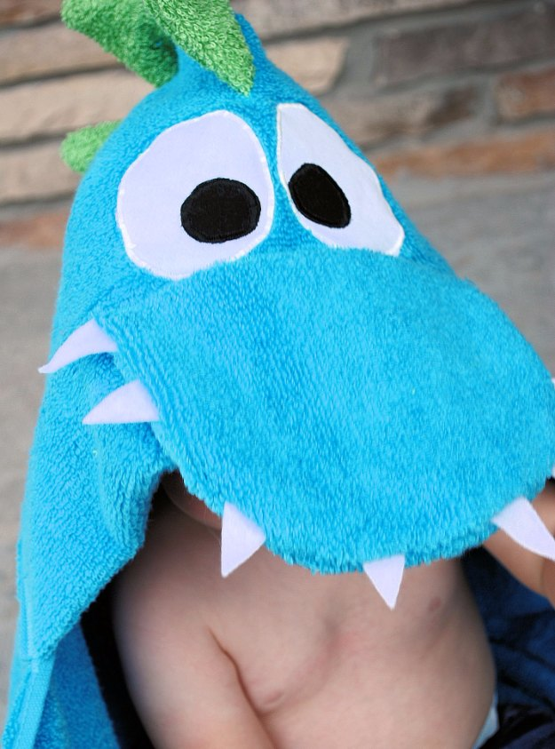 DIY Baby Gifts - Dragon Hooded Towel Tutorial - Homemade Baby Shower Presents and Creative, Cheap Gift Ideas for Boys and Girls - Unique Gifts for the Mom and Dad to Be - Blankets, Baskets, Burp Cloths and Easy No Sew Projects #diybaby #babygifts #babyshower