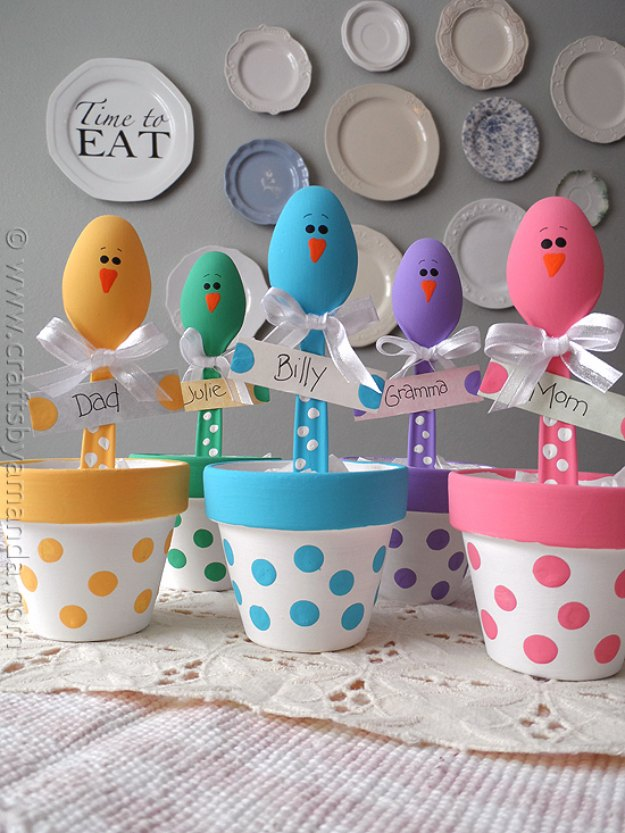 DIY Easter Decorations - Decor Ideas for the Home and Table - Easter Chick Craft Colorful Place Holders - Cute Easter Wreaths, Cheap and Easy Dollar Store Crafts for Kids. Vintage and Rustic Centerpieces and Mantel Decorations.