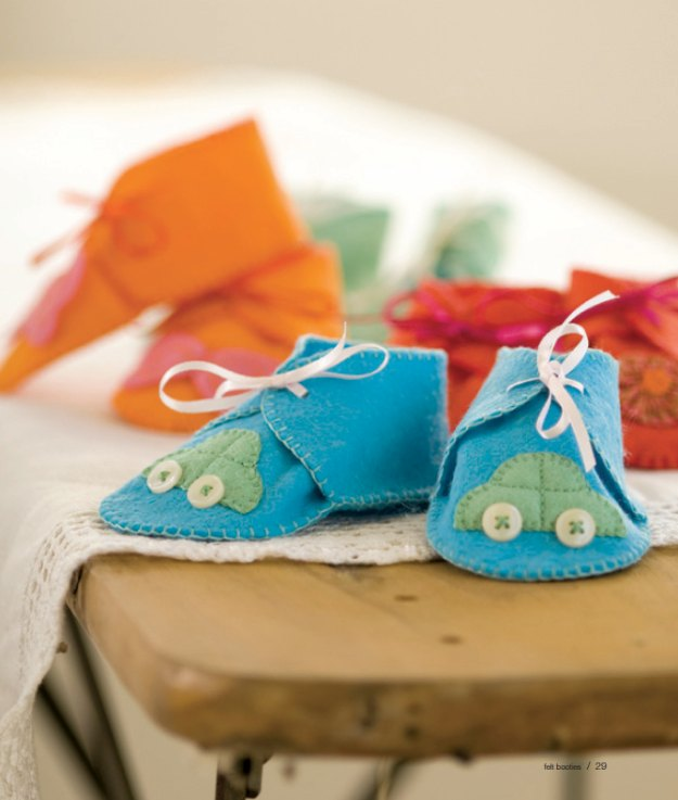 DIY Baby Gifts - Felt Baby Booties - Homemade Baby Shower Presents and Creative, Cheap Gift Ideas for Boys and Girls - Unique Gifts for the Mom and Dad to Be - Blankets, Baskets, Burp Cloths and Easy No Sew Projects #diybaby #babygifts #babyshower