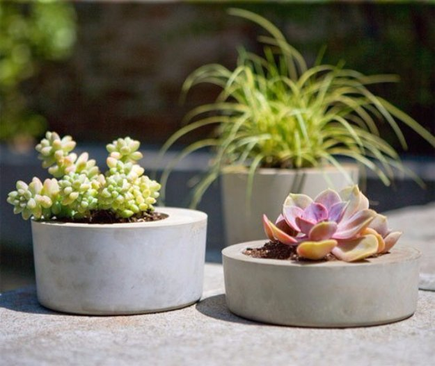 43 DIY concrete crafts - Gorgeous Modern Concrete Planters- Cheap and creative projects and tutorials for countertops and ideas for floors, patio and porch decor, tables, planters, vases, frames, jewelry holder, home decor and DIY gifts #gifts #diy-