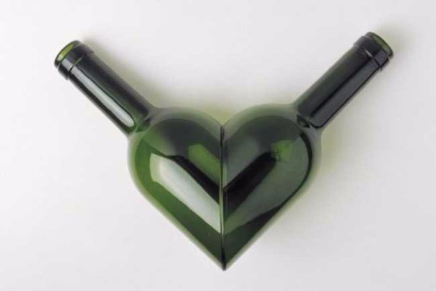 Wine Bottle DIY Crafts - Heart Wine bottle - Projects for Lights, Decoration, Gift Ideas, Wedding, Christmas. Easy Cut Glass Ideas for Home Decor on Pinterest