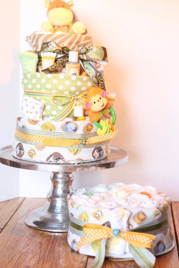 DIY Baby Gifts - How to Make a Diaper Cake - Homemade Baby Shower Presents and Creative, Cheap Gift Ideas for Boys and Girls - Unique Gifts for the Mom and Dad to Be - Blankets, Baskets, Burp Cloths and Easy No Sew Projects #diybaby #babygifts #babyshower