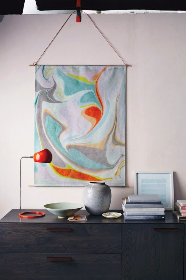 DIY Wall Art Ideas and Do It Yourself Wall Decor for Living Room, Bedroom, Bathroom, Teen Rooms | Marble Hanging Wall Art | Cheap Ideas for Those On A Budget. Paint Awesome Hanging Pictures With These Easy Step By Step Tutorials and Projects | http://diyjoy.com/diy-wall-art-decor-ideas