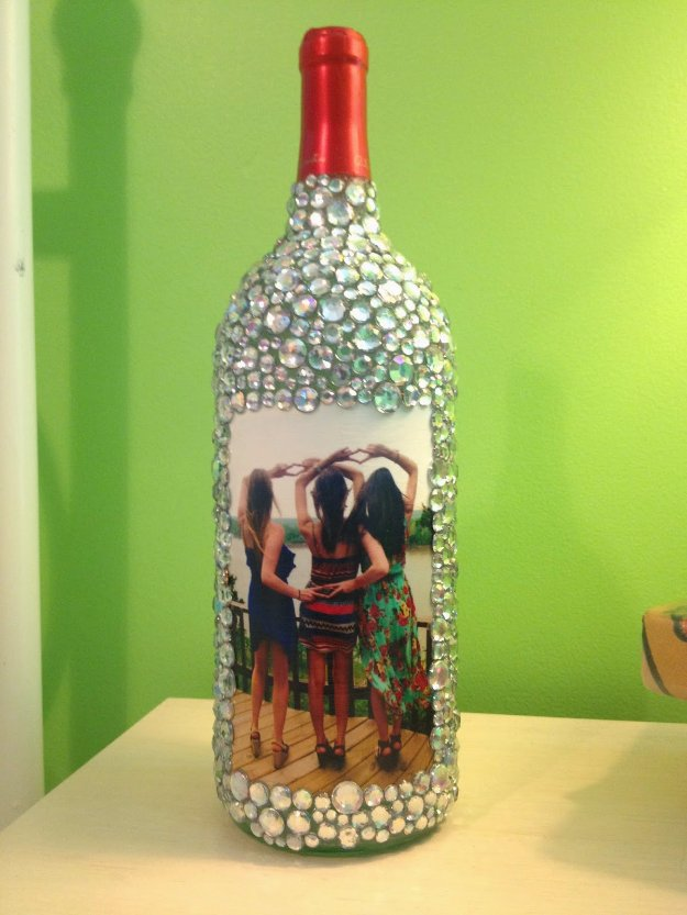 Wine Bottle DIY Crafts - Rhinestone Wine Bottle Picture Frame - Projects for Lights, Decoration, Gift Ideas, Wedding, Christmas. Easy Cut Glass Ideas for Home Decor on Pinterest