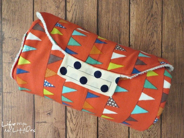 DIY Baby Gifts - Sew Your Own Changing Pad - Homemade Baby Shower Presents and Creative, Cheap Gift Ideas for Boys and Girls - Unique Gifts for the Mom and Dad to Be - Blankets, Baskets, Burp Cloths and Easy No Sew Projects #diybaby #babygifts #babyshower