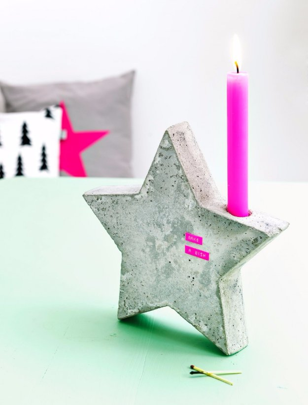 43 DIY concrete crafts - Star Candle Holder - Cheap and creative projects and tutorials for countertops and ideas for floors, patio and porch decor, tables, planters, vases, frames, jewelry holder, home decor and DIY gifts #gifts #diy