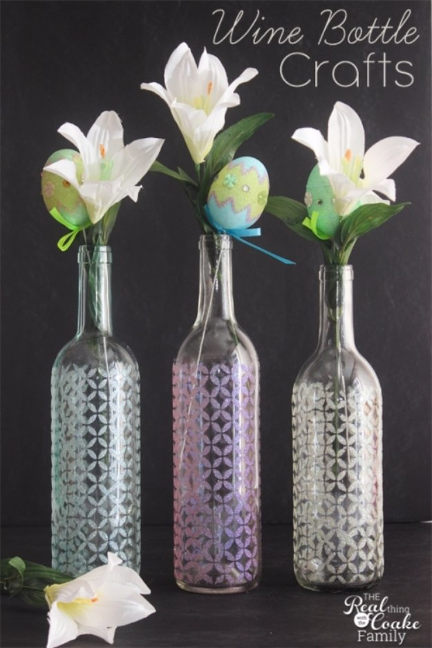 Wine Bottle DIY Crafts - Stenciled Wine Bottle Glitter Vase - Projects for Lights, Decoration, Gift Ideas, Wedding, Christmas. Easy Cut Glass Ideas for Home Decor on Pinterest