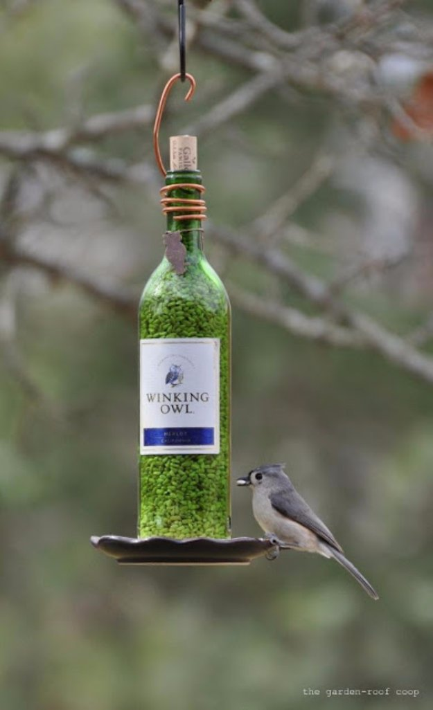 Wine Bottle DIY Crafts - Wine Bottle Bird Feeder - Projects for Lights, Decoration, Gift Ideas, Wedding, Christmas. Easy Cut Glass Ideas for Home Decor on Pinterest