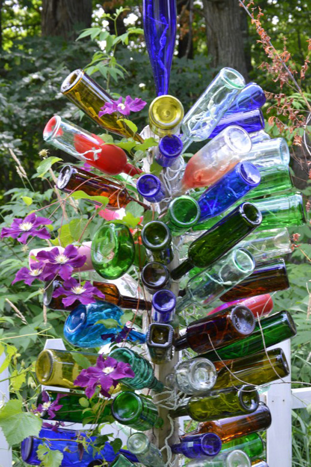 Wine Bottle DIY Crafts - Wine Bottle Tree  - Projects for Lights, Decoration, Gift Ideas, Wedding, Christmas. Easy Cut Glass Ideas for Home Decor on Pinterest http://diyjoy.com/wine-bottle-crafts