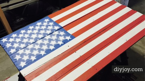 American Flag Pallet DIY | DIY Joy Projects and Crafts Ideas