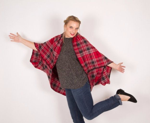 Easy Sewing Projects to Sell - Blanket Cape Tutorial - DIY Sewing Ideas for Your Craft Business. Make Money with these Simple Gift Ideas, Free Patterns #sewing #crafts