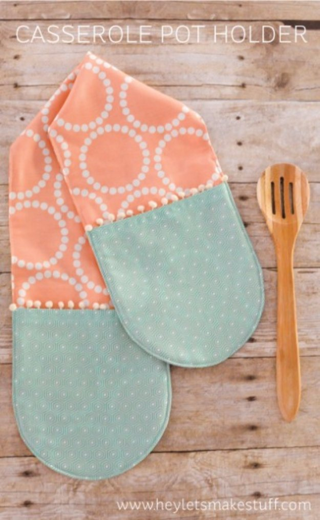 Easy Sewing Projects to Sell - Casserole Pot Holder - DIY Sewing Ideas for Your Craft Business. Make Money with these Simple Gift Ideas, Free Patterns #sewing #crafts