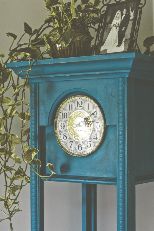 DIY Chalk Paint Furniture Ideas With Step By Step Tutorials - Chalk Painted Vintage Clock - How To Make Distressed Furniture for Creative Home Decor Projects on A Budget - Perfect for Vintage Kitchen, Dining Room, Bedroom, Bath #diyideas #diyfurniture